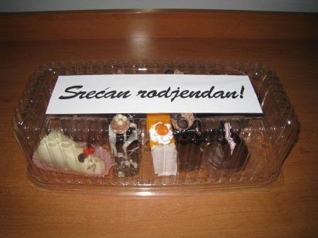 "Mesani paketic sa natpisom "" Srecan rodjendan"""